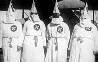 アメリカで白人至上主義KKKと対抗デモが衝突!3人刺され13人逮捕