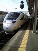 JRで博多駅経由で福岡空港へ、乗り心地良い列車だった。