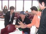 チョ・ホンマが同じ飛行機だった。握手したげど俺の二倍の手だった