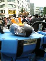神田祭の神輿通過でラオックス前の道は大渋滞