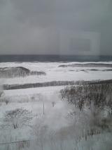 車窓からの眺め、日本海が一瞬見えた