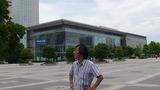 パナソニックセンター壁面の巨大スクリーンにはROBO-ONEの文字