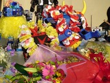 ロボットが花に囲まれ不思議なシーンになった