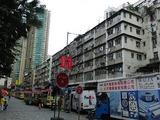 古い街の後ろには超高層マンションが