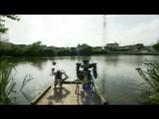 釣りのシーン2竿を豪快に振りかぶる何かいやな予感が・・・