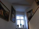 ホテルはかなり歴史がある。絵画がかしこに飾られている