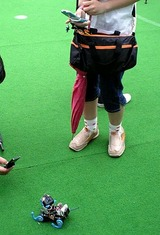 エキシビジョンで発表したダイナミャイザー4足歩行ロボットキャットは人気者だった
