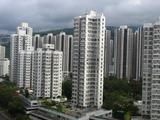 人々も高層ビルのマンションに住んでいるようだ