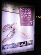 駅前でROBOTFESTIVALの看板を発見、パロらしきものも