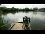 釣りのシーン4しかしここは桟橋だ池には波紋が虚しく広がる・・