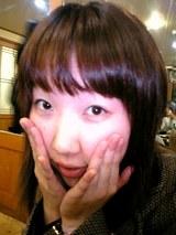 いつも可愛いチエさん、カラオケで日本語の歌も披露上手だった