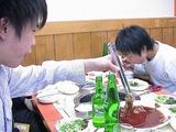 ひたすら焼肉を食べる二人、上カルビのわんこ焼肉状態