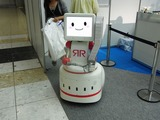 今回は会場全体を見て回れない立場のようです。このティッシュ配りロボットは本当に可愛い。ROBO-ONEの横に連れ添ってます。私のMyMVP