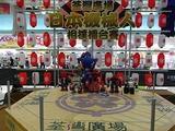 今回参加の日本のROBO-ONEロボットが整列し記念写真