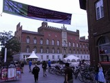 やたら広大な広場にある、どでかい建物である。役所?
