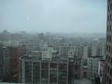 台北の正月の朝はどにょりと曇っていた。