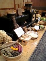 夕食・朝食はおいしかった。榊原の地元食材を使用。
