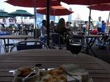 3時にはパリのカフェスタイルでワインとチーズと4重奏を楽しむ
