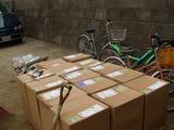 一箱3平米が15箱計45平米昼過ぎに到着。都合前回との合計で60平米の芝を張った
