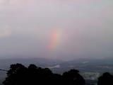 地面から出来上がる虹、ラゴンみたい。
