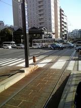 慣れない路面電車から降りられず(通路が狭く前から降りられない)駅前を通過してまた降りられず2駅くらい通過しまい降りたところ、文明堂本店前だった。