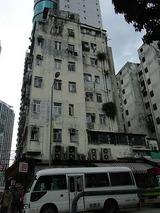 古い建物も皆背が高い