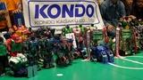 KONDOの横断幕の元にこれだけのロボットが集合した