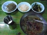 冷麺のように氷が入っているが、蕎麦である。マシソヨ
