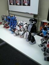 大使館に置かれるようなハイソな雑誌らしいのでロボットも緊張