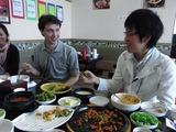 昼食の会食中ROBOMAGAZINEに乗った関係の息子たち