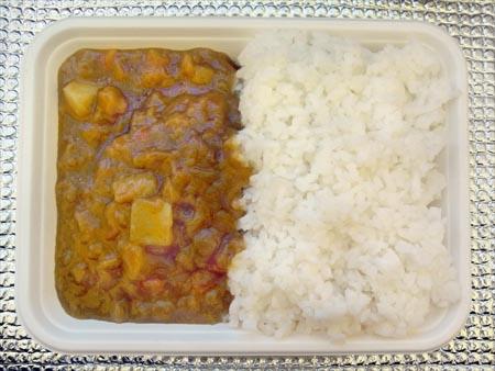0806232 ご飯はアルファ化米を使いました。面倒なので…。「マースカレー(レトルト... 「