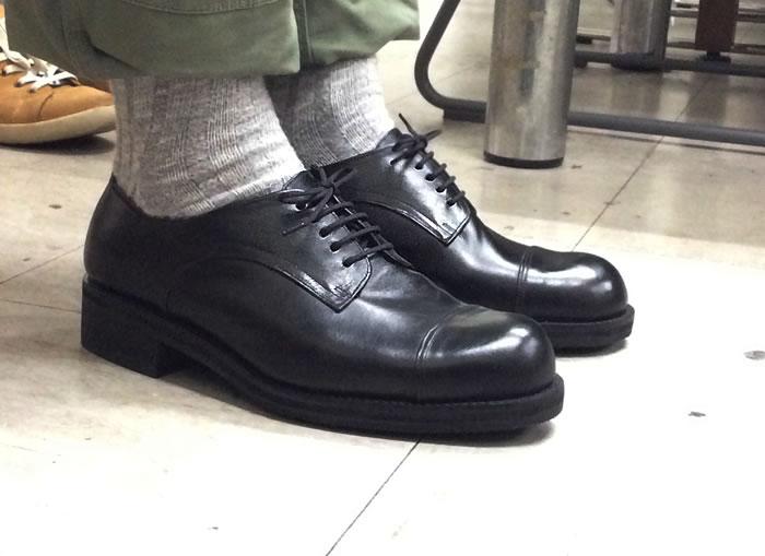 Uさんの今回の靴は、普段よく履いているというお持ちの靴を参考に、本底にEVAを仕込み、厚くなっています。 押しブチもつけて、かなりがっしりした印象に仕上がりまし