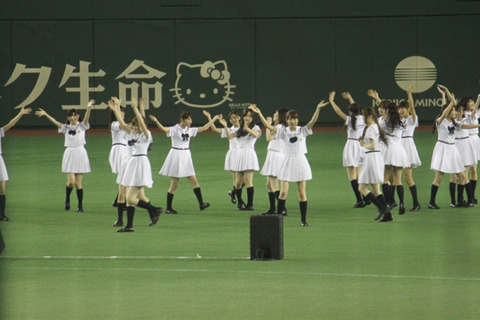 乃木坂46 東京ドームでガールズルールを披露