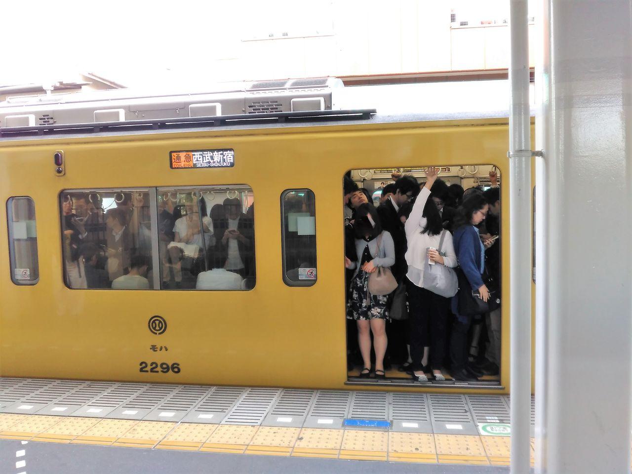 線 混雑 新宿 西武