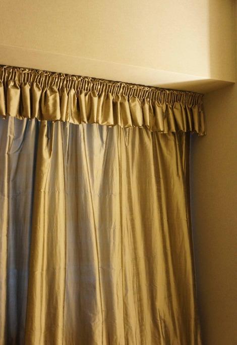 寝室カーテン2