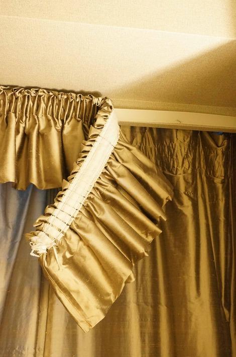 寝室カーテン3