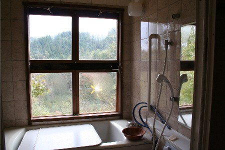 3631風呂の窓内側
