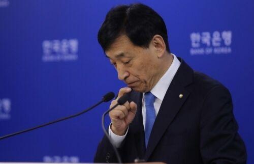 韓国人「ウォンで無制限量的緩和をやればどうなるの?」「絶対にやめろ!日本になる」 韓銀、金利実弾で余裕なし…国債購入、量的緩和カードを出すか