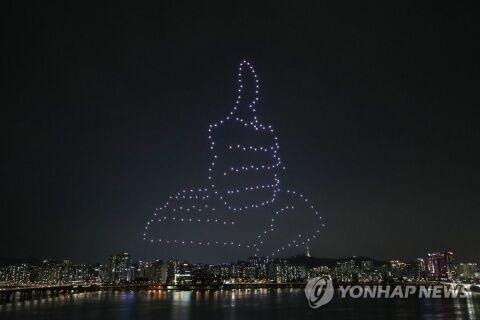 バ韓国・ソウルの夜空に描かれたのはとぐろを巻いたウ●コ!?