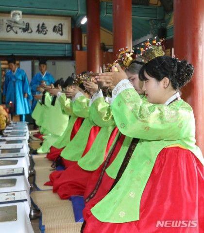 """バ韓国で再現された""""伝統の成年式""""wwwww"""