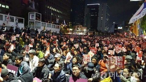 朴槿恵政権の退陣要求、ソウル都心で1000人規模のデモ=「もの言わぬ市民の怒りを知らしめる時」―韓国ネット