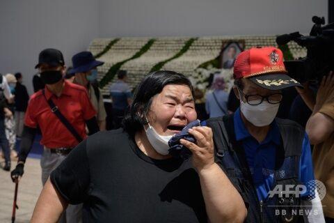 【グロ注意】バ韓国・ソウル市長の告別式に登場した泣き女?
