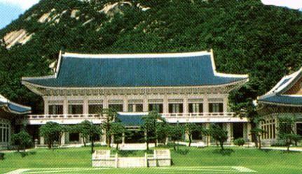 【韓国】なぜ?パク政権、大統領府本館にベッド3台購入