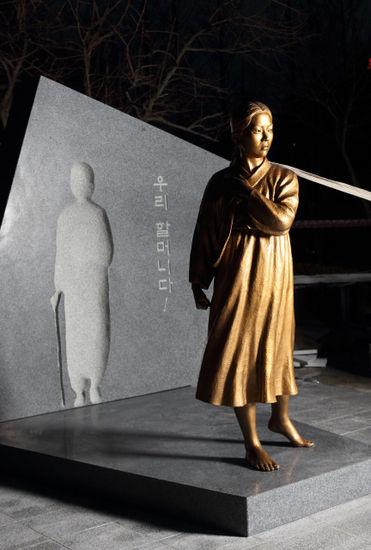 【韓国】少女像、大地に立つ!!(釜山)