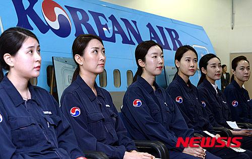 【大韓航空】「乗客の安全のために・・・」~緊急着水訓練(写真)