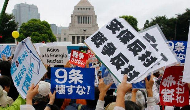 韓国人「日本の国会前に12万人(警察集計3万人)が集結!大規模な安保法案抗議デモ」