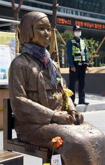 【韓国】ソウルの日本大使館前の慰安婦像、条例改正で公共物として区の管理に ウィーン条約や日韓合意無視 釜山でも30日可決へ[6/30]
