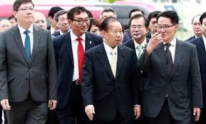 自民党の二階派、なぜか韓国で団結大会 約300人が同行