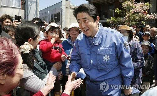 韓国人「日本人は丸ごと歴史教育を誤って学習し、話が通じない奴ら」日本人の56%が安倍政権の憲法改正に反対 韓国の反応