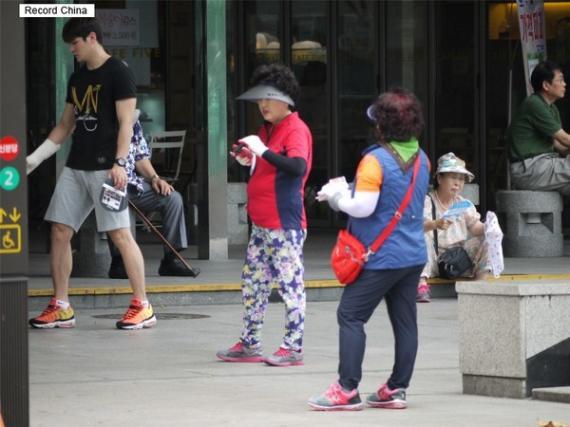 韓国人旅行者の登山服が海外で嫌われるのはなぜ? 韓国ネット「服がカラフルというだけで誰の迷惑になるの?」